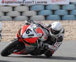 Ce que je pense des 1000cc Sportives – Part2 l'Aprilia RSV4 dans Autres julien-pilot-aprilia61-300x245
